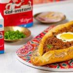 Turkish pide à la viande hachée